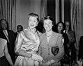05-13-1955 13311 Esther Williams en Geertje Wielema (5377892126).jpg