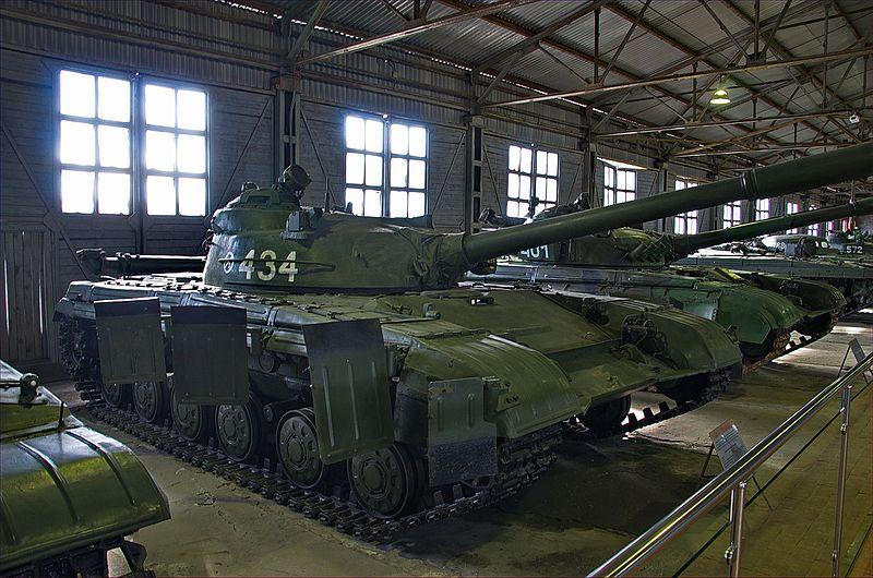 https://upload.wikimedia.org/wikipedia/commons/thumb/f/fb/0715_-_Moskau_2015_-_Panzermuseum_Kubinka_%2826308484042%29.jpg/800px-0715_-_Moskau_2015_-_Panzermuseum_Kubinka_%2826308484042%29.jpg