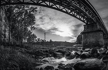 10. Bajo el puente.jpg