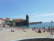100 Collioure Plage et digue.JPG