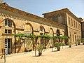 108 Abadia de Santa Maria, pati d'entrada, flanc oriental.jpg