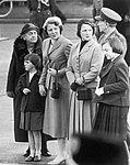11-00-1955 13736 Wilhelmina en Beatrix (4304193647).jpg