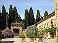 151 Abadia de Santa Maria, pati d'entrada, flanc nord-est.jpg