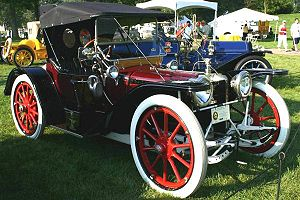 Whitewall tire - Image: 1913 american underslung