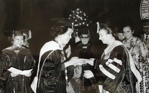 1975 Elena Ceausescu Honoris Causa Manilla