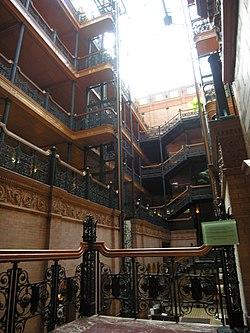 L'intérieur du Bradbury Building, le décor de l'appartement de J.R. Sebastian.