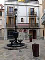198 Font d'Elies Miró i Soler (Vilanova i la Geltrú), al fons el carrer Major.jpg