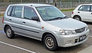 Mazda 121 - Image: 2000 Mazda 121 (DW Series 2) Metro Shades hatchback (2010 07 05)