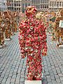 2005 brussel art man made of coca cola tins.jpg