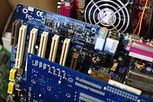 الحاسوب مهامه و فوائده - تاريخه - كيف يعمل - أجهزة الإدخال والإخراج - برامج - نظام التشغيل 220px-2010-01-26-tec