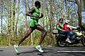 20110410 Rotterdam Marathon - Sammy Kitwara als haas.jpg