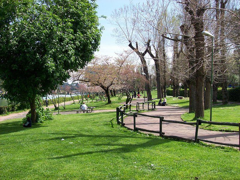 2013-04-08 Roma Parco EUR Passeggiata del Giappone.jpg