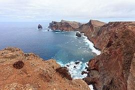 2016 Vista da costa desde a Ponta do Rosto ate a Ponta do Castelo. Ponta de São Lourenço. Madeira. Portugal-4.jpg