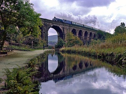 4498 SIR NIGEL GRESLEY crosses Saddleworth Viaduct