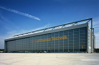 The hangar of Lufthansa Technik at Frankfurt Airport. A380 Werft FRA.jpg