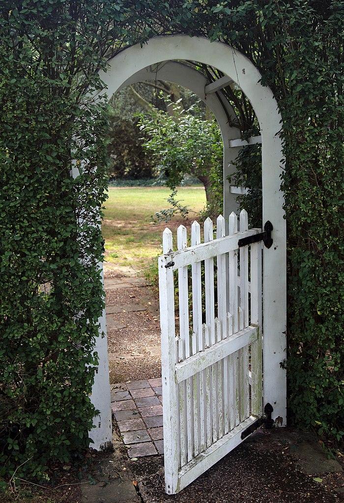 FileA garden arch and gate Gibberd Garden Essex EnglandJPG