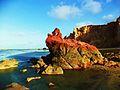 A pedra furada e vermelha da Praia de Ponta Grossa.JPG
