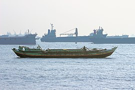A self-propelled barges is wating near the Patenga Sea Beach.jpg