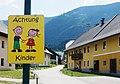 Achtung Kinder Schild, Feistritz an der Gail, Bezirk Hermagor, Kärnten.jpg