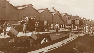 Colony of Aden - Unloading cargo in Maala, Aden