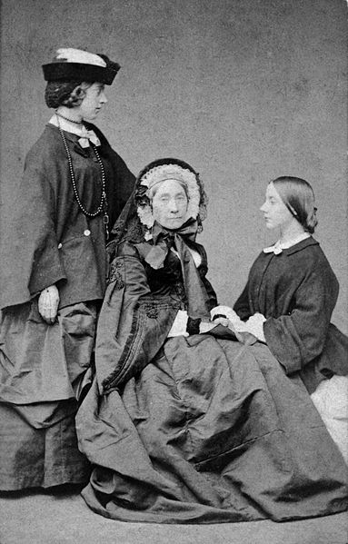 File:Alexandrine Tinne, Henriëtte Tinne-van Capellen and Jetty Hora Siccama, by Robert Bingham.jpg