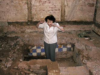 Thea Altaras - Thea Altaras in former Mikveh of Rotenburg an der Fulda, after its exposing in 2002.