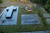 Alter Evangelischer Friedhof Wersen Grab Martin Niemoeller 03.jpg