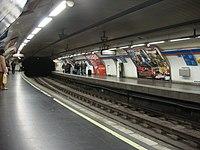 Andén de la línea 2 de la Estación de Ópera del Metro de Madrid.jpg