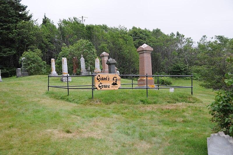 File:Angus MacAskill grave.JPG