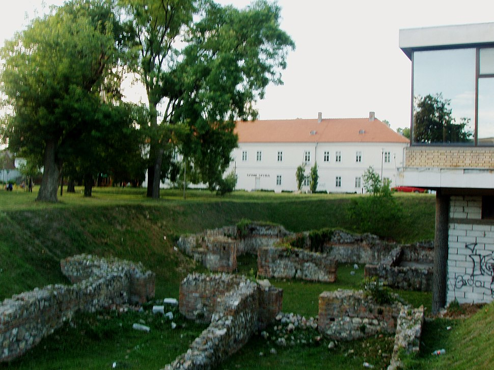 Antic roman ruins of imperial palace in town centre