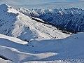 Ausblick von der Kanzelwand-Bergstation auf 1.957 m.ü. NN im Zweiländer- Skigebiet Fellhorn - Kanzelwand Richtung Fellhornbahn - panoramio.jpg