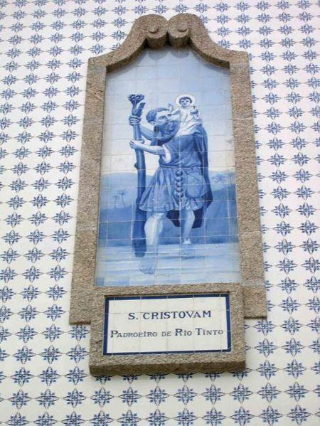 Ficheiro:Azulejo Church Rio Tinto S. Cristovao.jpg