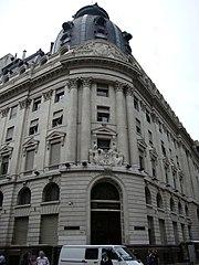 Espa ol edificio construido para el banco franc s del r o for Casas del banco bbva