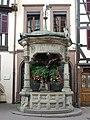 Bas-Rhin, Obernai - Puits à six seaux.jpg