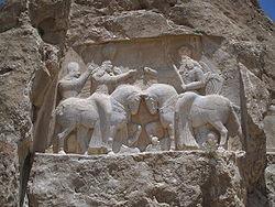 250px Bas relief nagsh e rostam couronnement