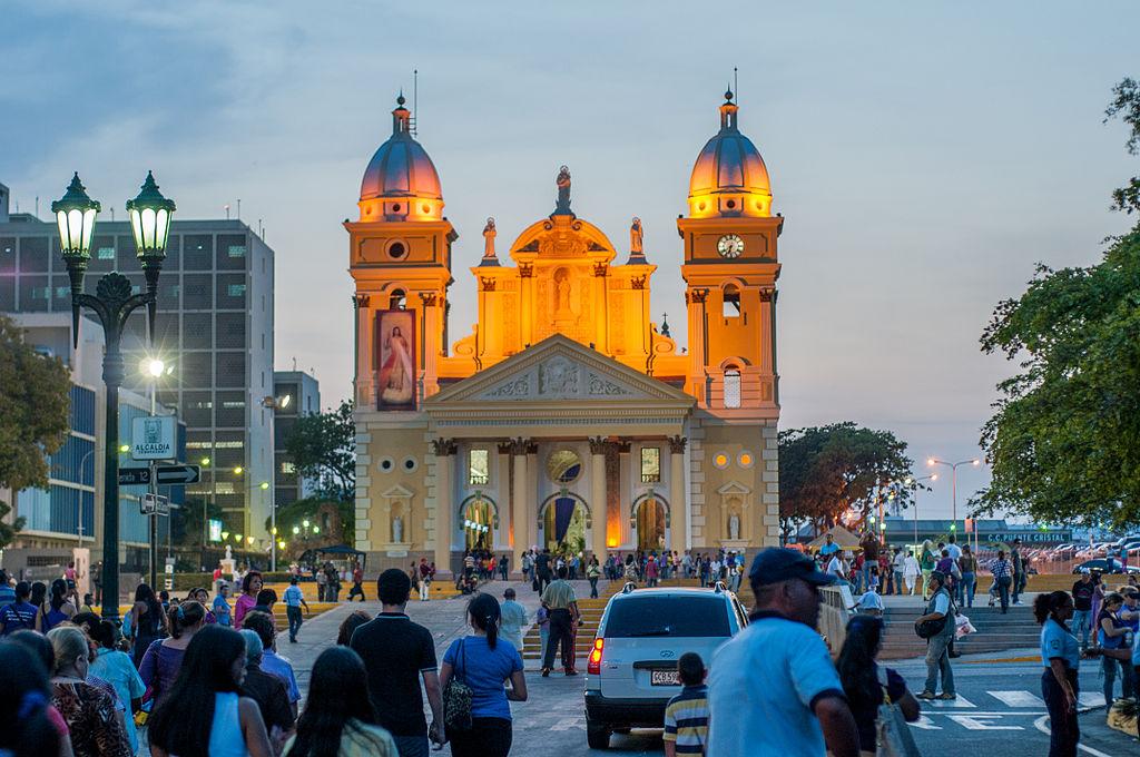 Basilica of the chinita on the night of the Nazarene procession.jpg