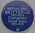 Benjamin Britten 137 Cromwell Road blue plaque.jpg
