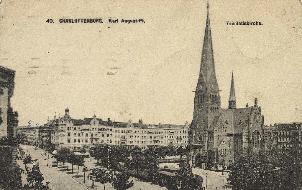 Karl-August-Platz und Trinitatis-Kirche, 1918.