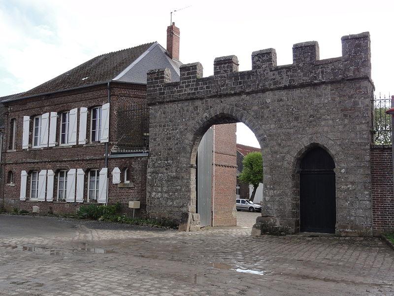 Besny et Loizy (Aisne) portail monumentale