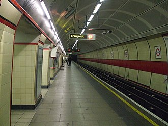 Bethnal Green tube station - Image: Bethnal Green stn westbound look east