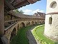 Biserica fortificata de la Cisnădie - interior fortificatie.jpg