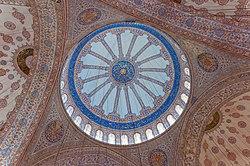 Blaue Moschee Kuppel schräg.jpg