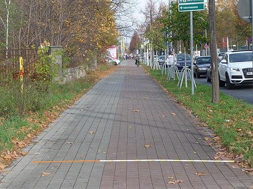 Blick aus Richtung Kreisverkehr Warthestraße in die Oderstraße - panoramio (1)