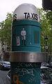 Borne d'appel de taxi, place Monge.jpg