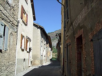 Bréziers - A street in the village of Breziers