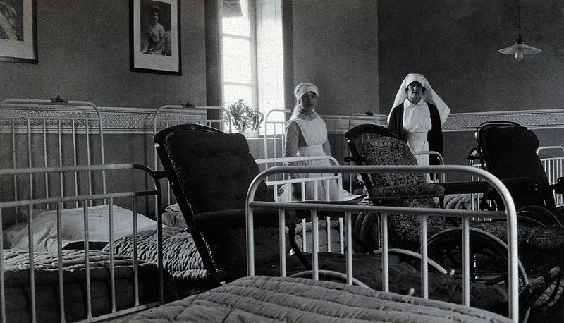 File:British Red Cross Hospital, Turin; hospital ward with nurses Wellcome V0029307.jpg