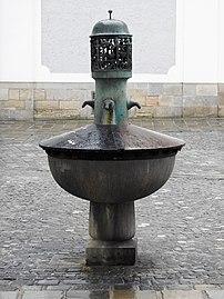 BrunnenLandhausplatzLinz 02.jpg