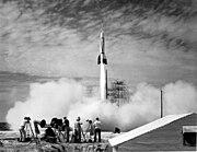 Lan�amento de foguete Bumper 2 pelos EUA em julho de 1950 em Cabo Canaveral. Este foguete era uma V-2 adaptada.