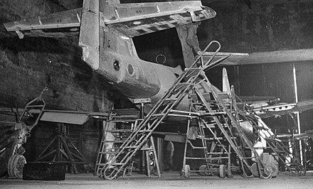 Underground manufacture of Me 262s Bundesarchiv Bild 141-2738, Unterirdische Produktion von Me 262.jpg