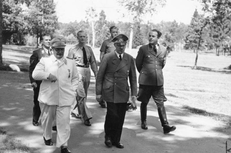 Bundesarchiv Bild 146-1977-149-13, Hermann G%C3%B6ring, Adolf Hitler, Albert Speer